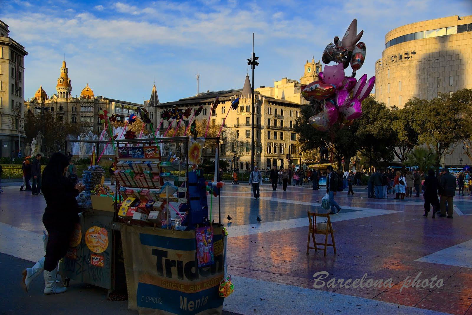 Pla a de catalunya barcelona barcelona photo - Casco antiguo de barcelona ...