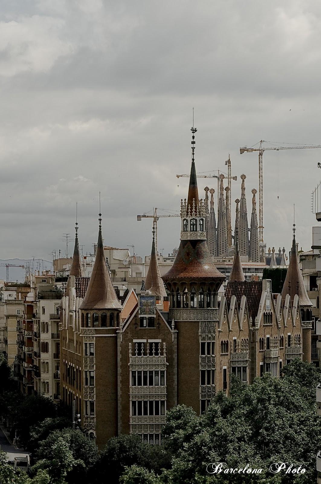 Casa de les punxes and sagrada familia towers barcelona - Estilo sagrada familia ...